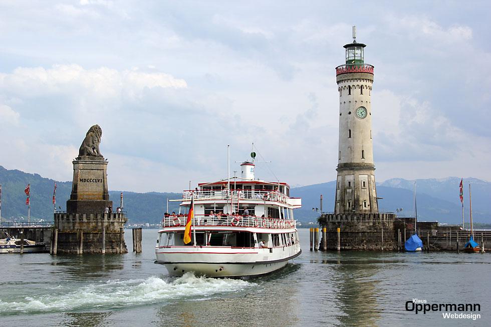 Lindau Bodensee Schiff Hafeneinfahrt Loewe Leuchtturm